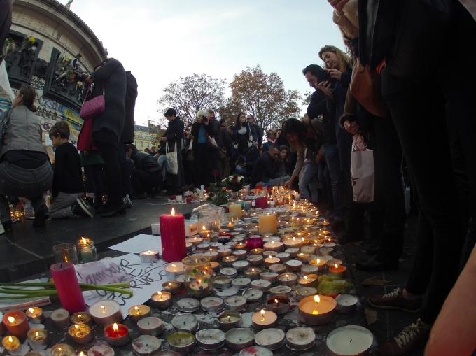 Rassemblement_place_de_la_République_attentats_13_novembre_2015_3.jpg